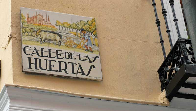 Calle de las Huertas en Plaza Santa Ana