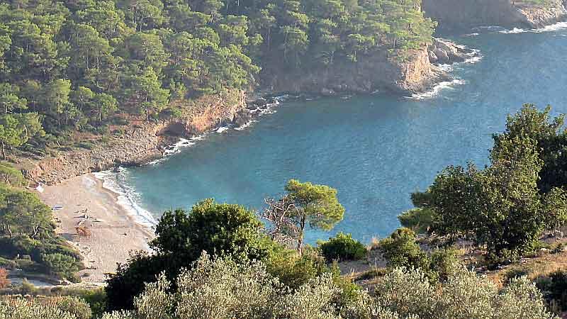 Verscholen baai bij wandelpad Lycian Way