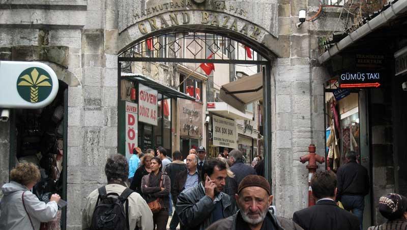 Port bij Grote Bazaar in Istanbul