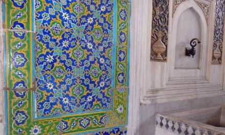 Blauwe Iznik-tegels in het Topkapi Paleis in Istanbul