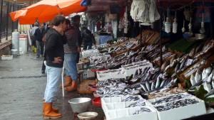 Vismarkt bij Galatabrug in Istanbul