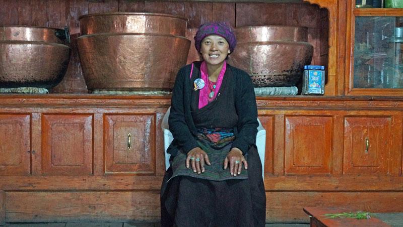 Eigenaresse guesthouse en Dorjee-shop - Chhokang Paro - Nepal