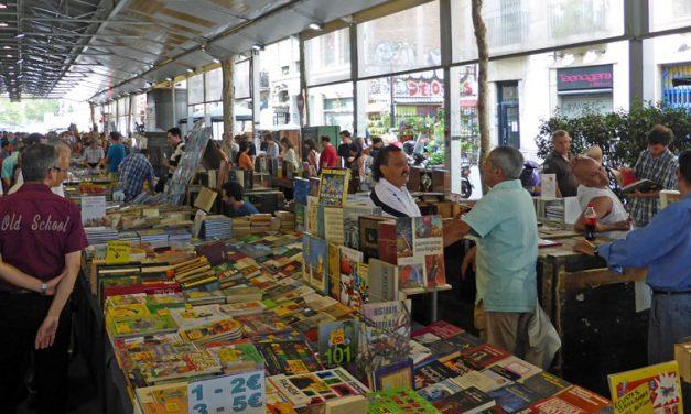 Levendige boekenmarkt in hartje Barcelona