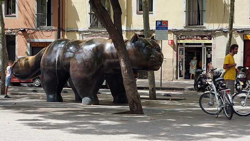 Dikke kat van Botero op de Rambla del Raval in Barcelona
