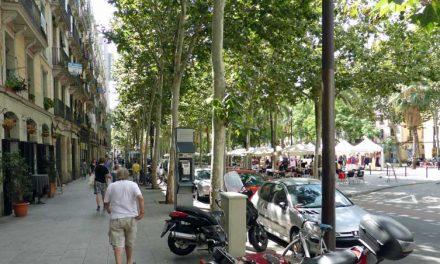 Eten en drinken op de Rambla del Raval in Barcelona