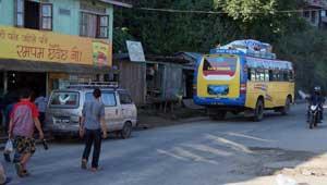 Met de bus van Birtamod naar Taplejung - Kanchenjunga Trek Nepal